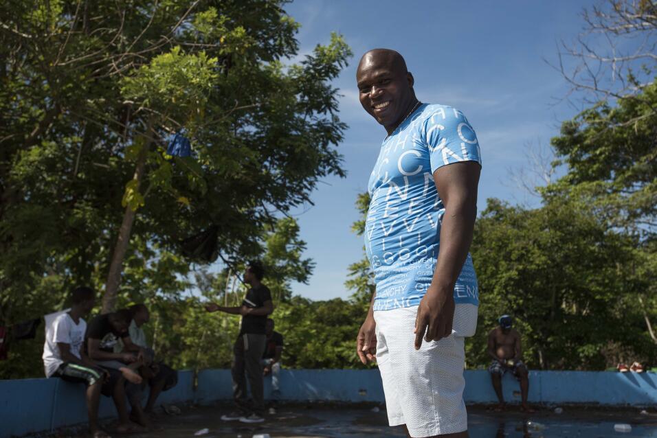 Los migrantes olvidados: miles de africanos permanecen varados en Costa...