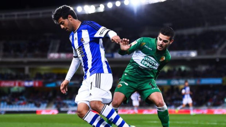 El delantero mexicano hizo los tres goles del equipo de San Sebastián an...