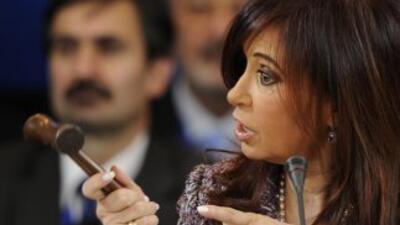 La presidenta argentina, Cristina Fernández de Kirchner recibió revés en...