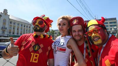 Las fanáticas hacen la diferencia en el duelo de Bélgica e Inglaterra en el Mundial