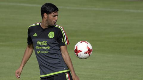 Carlos Vela en cuna concentración con la selección mexicana.