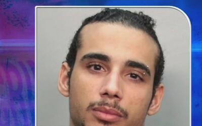 Identifican a uno de los dos sujetos acusados de robar una vivienda en l...
