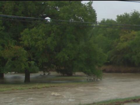 Autoridades pidieron a bomberos de Houston no salir en tareas de rescate...