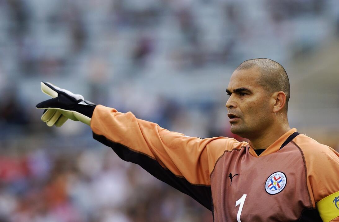 José Luis Chilavert (Retirado) - El extrovertido portero paraguayo debut...