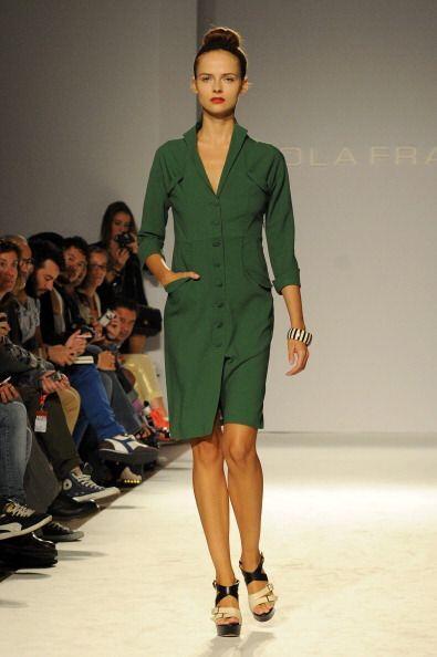 Un vestido en este color también te puede servir para un desayuno ejecut...