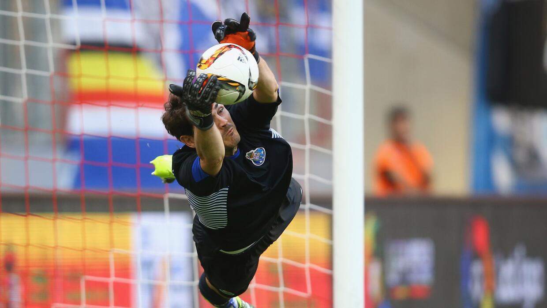 Iker Casillas para el tiro de Cancela.