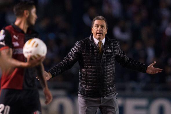 El técnico Tomás Boy mostró su enfado tras el penalti marcado en contra...