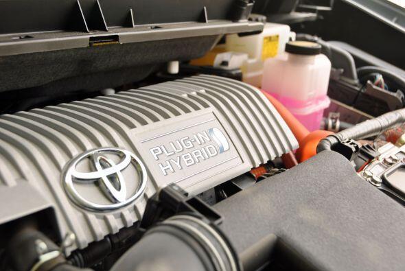 El Prius Plug-In es el primer modelo de Toyota propulsado por batería de...