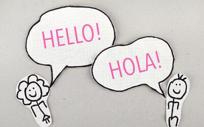 Nada como poder hablar en dos idiomas... O más.