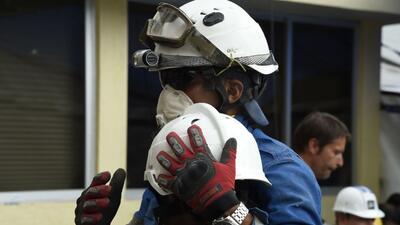 Los equipos de rescate trabajaron sin descanso para salvar a los menores...
