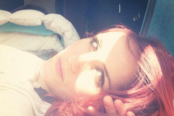 Dulce María disfrutando de los rayos del Sol.