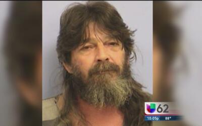 Arrestan a un hombre en Manor acusado de patear a sus nietas