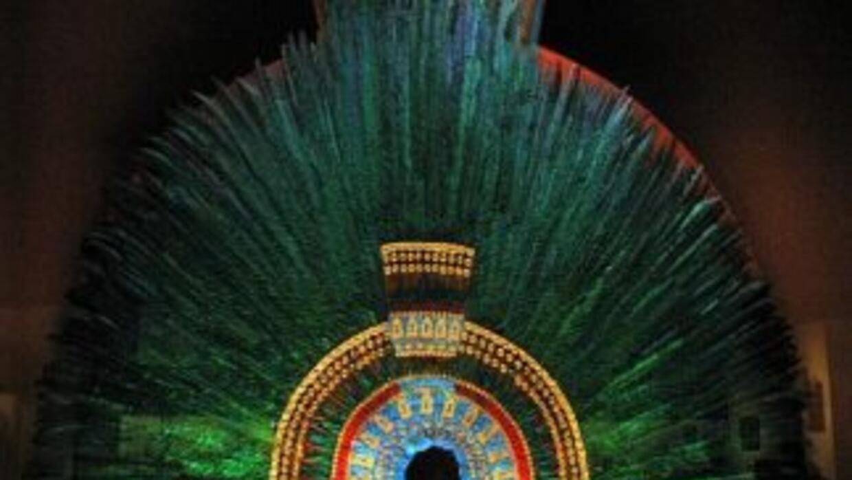 Considerado el estandarte suntuoso del México antiguo, el penacho contin...