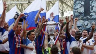 CSKA de Moscú celebra con la Copa de Rusia.
