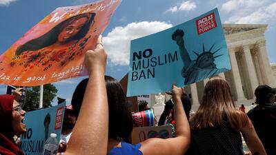 Las protestas en Nueva York y Washington contra el veto migratorio de Trump que avaló la Corte Suprema