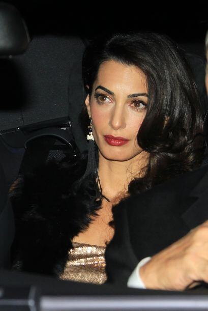 Amal llegó preciosa a la fiesta.