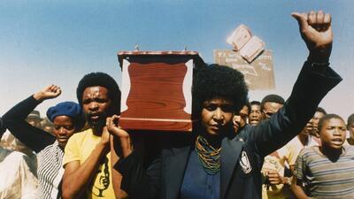 La polémica vida en fotos de Winnie Mandela, la otra cara de la lucha contra el apartheid en Sudáfrica
