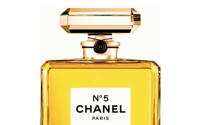 Kendall Jenner y su forma de ponerse el perfume 1002725-1.jpg
