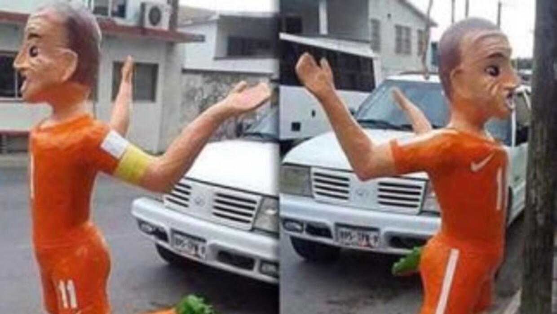 La piñata que crearon en México del delantero holandés Arjen Robben. (Im...