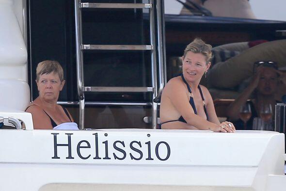 La captamos en un yate en Formentera, pasandola de lo lindo con amigos y...
