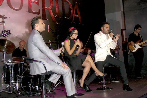Jesús Navarro y Melissa cantaron junto a él.