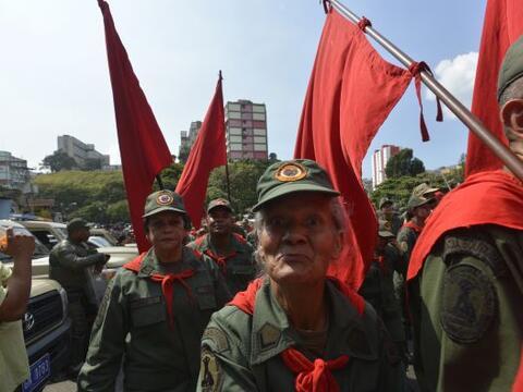 Simpatizantes del presidente de Venezuela, Hugo Chávez, salieron...