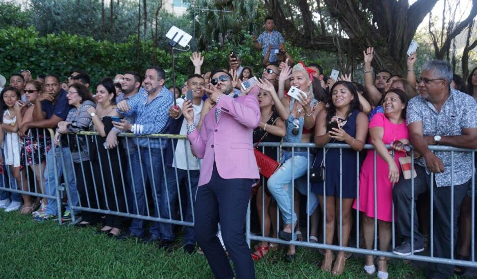 Víctor y José están en Miami para Premios Juventud
