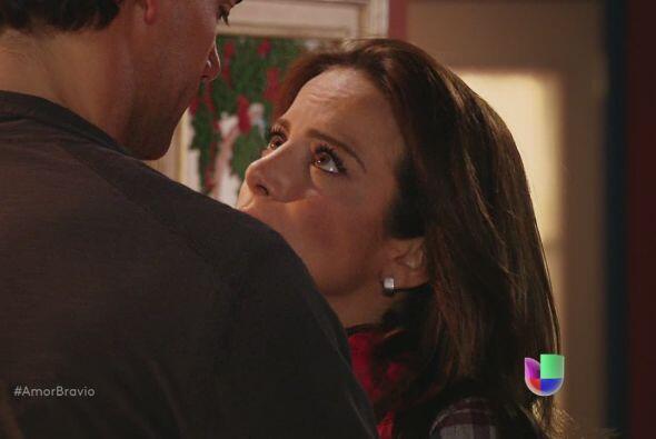 Camila sabe que trasladarán a su madre al reclusorio.