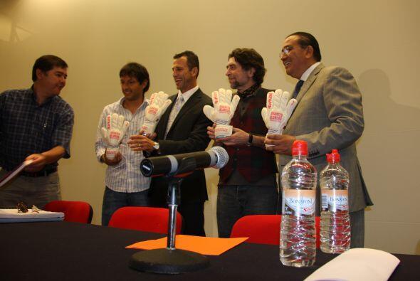 La presentación del libro estuvo a cargo de Marcial Fernán...