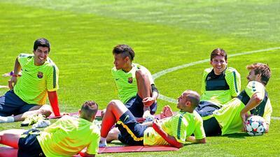 Los argentinos Messi y Mascherano reportaron a la práctica culé