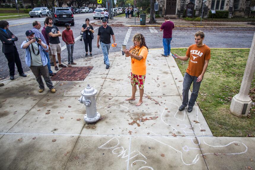 Decenas participaron en el montaje de una masacre cerca de la Universida...