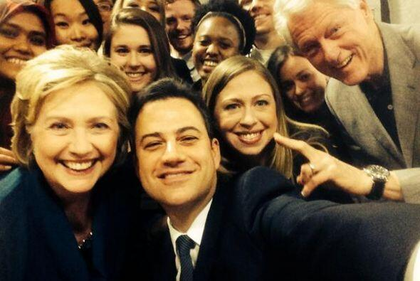 Jimmy Kimmel logró juntar a la familia Clinton en una foto.
