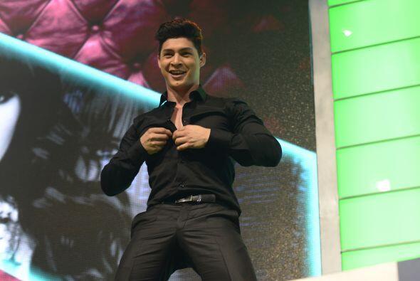 El cubano divirtiéndose con el público antes de iniciar la novena gala.