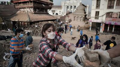 Sobrevivientes en Nepal claman por ayuda