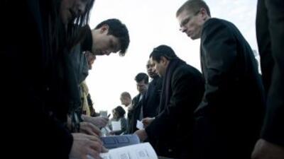 Las cifras de empleos creados en meses anteriores fueron revisadas al alza.