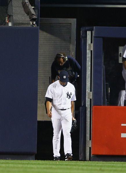 Mariano Rivera fue llamado en el octavo inning para relevar a Betances,...