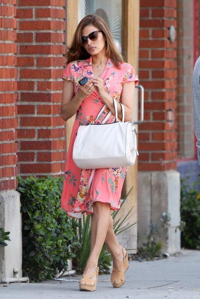 ¡Eva Mendes lo logró! Una vez más está entre las mejores vestidas, su ve...