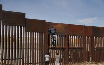 """Teddy Cruz, el arquitecto del límite: """"La frontera es una manera de refo..."""