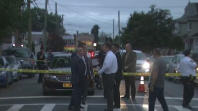 Investigan a un oficial de cárceles de Nueva York dentro de un vehículo