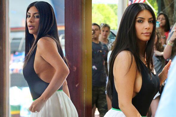 Kim de nuevo se roba las miradas.Mira aquí los videos más...