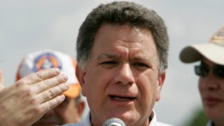 El ex comisionado de paz de Colombia Luis Carlos Restrepo, es investigad...