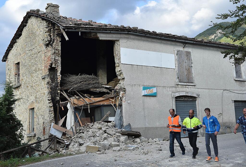 Potente terremoto estremece el centro de Italia y Roma arcuata6.jpg