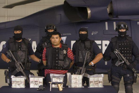 Los Zetas están integrados por un grupo de militares que desertaron para...
