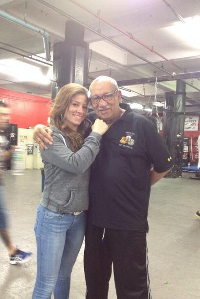 Aquí Carolina con otra leyenda del boxeo, Héctor Roca en Gleason Gym de...