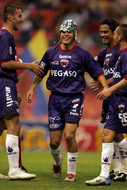 Sebastián González, jugador chileno, también festej...