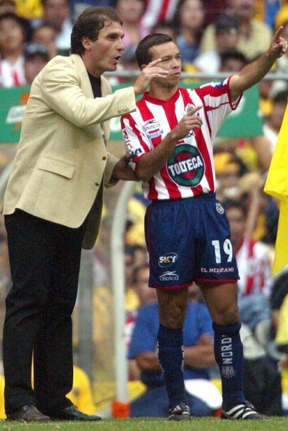 Como director técnico, Ruggeri dirigió a las Chivas, donde...
