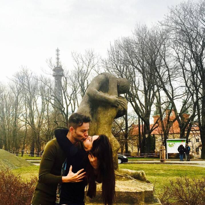 Livia Brito felicitó con románticas fotos a su novio Said...