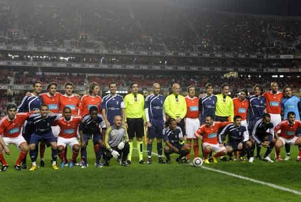 Los amigos de Zidane y un combinado de estrellas del Benfica jugaron un...
