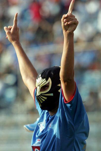 El Místico Pereyra celebraba sus anotaciones con màscaras de luchadores.