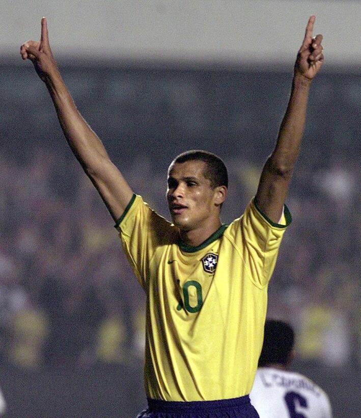 Las figuras que llevaron el '10' de Brasil después de Pelé  GettyImages-...